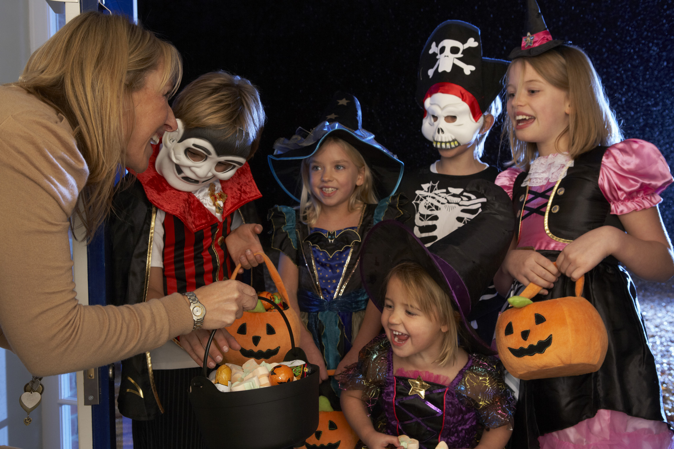 beating the sugar craze tips from the dentist for handling halloween candy - Halloween Candy Kids